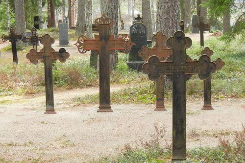 Vanhoja ristejä Kankaisen hautausmaalla Nilsiässä.