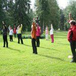 Liikunnan iloa puistojumpasta
